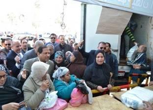 بالصور| محافظ الغربية يتابع عمليات البيع بمنفذ السلع الغذائية والتموينية بطنطا