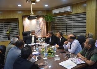 محافظ أسوان يلتقى وفد لجنة التفتيش والمتابعة بوازة التنمية المحلية