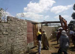 صور.. حملة لإزالة التعديات على الأراضي الزراعية بالزرقا