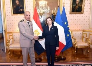 الفريق أول محمد زكى يعود إلى القاهرة بعد زيارته لفرنسا