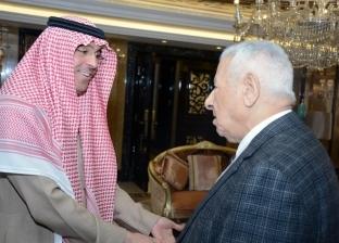 مكرم يبحث مع وزير الإعلام السعودي تبادل الخبرات والتكامل بين البلدين