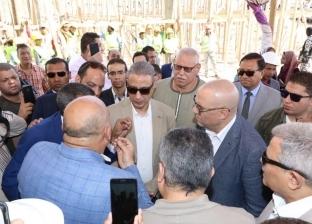 وزير الاسكان يتفقد الأعمال الإنشائية بمحطة الصرف الصحي في المنشأة