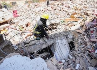 العثور على رضيع حي تحت أنقاض عقار جسر السويس.. «لسه في العمر بقية»