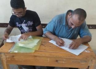 صور| إقبال كثيف من طلاب الإعدادية على تنسيق الثانوي الفني بالإسكندرية