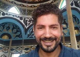 «مصطفى» من مرشد سياحي إلى رسام يزين المساجد: الفن يصنع السلام