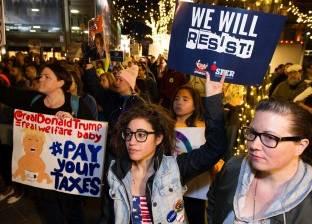الآلاف يتظاهرون ضد الرئيس الأمريكى: «ترامب مش رئيسى»