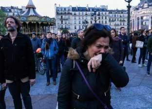 بالصور| بكاء ودموع الفرنسيين أمام كاتدرائية نوتردام