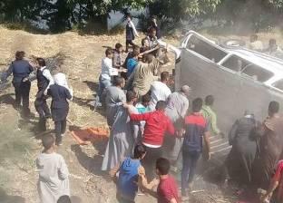 سقوط سيارة ميكروباص في ترعة بالسنبلاوين بالدقهلية