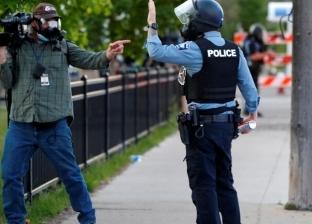 برصاص مطاطي وغاز.. الشرطة الأمريكية تنصب فخا لصحفيين في مينيابوليس
