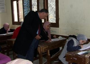 """وكيل """"تعليم دمياط"""" يتفقد سير العملية الامتحانية للشهادة الإعدادية"""