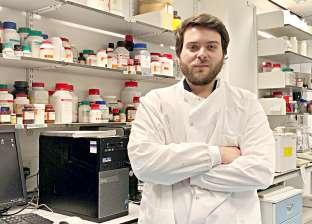 عالم فيروسات بريطاني يجيب.. هل ارتداء الكمامة يحمي من كورونا؟