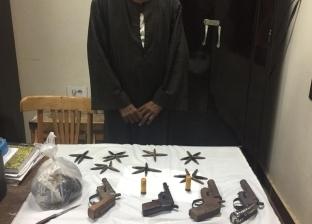 ضبط مزارع يتاجر في المخدرات وبحوزته أسلحة نارية بأسيوط