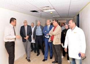 رئيس جامعة المنصورة يتفقد تجهيز كبسولات زرع النخاع في مركز الأورام
