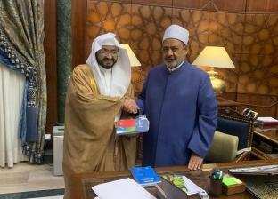 """شيخ الأزهر يستقبل مؤسس مشروع """"السلام عليك أيها النبي"""" في مكة المكرمة"""