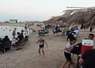 ازدحام شواطئ مدينة الطور بالمصطافين خلال رابع أيام عيد الأضحى