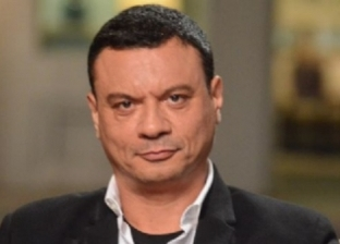 عباس أبوالحسن عن صورته بجوار عربية كبدة: بتاعة صاحبي وهو بيحب الطبخ