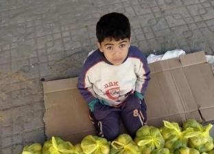 «رب أسرة عنده 8 سنين».. أحمد يبيع الليمون بعد مرض والده: عليا مسؤولية