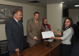 محافظة الإسكندرية تكرم الشباب المشاركين في تنظيم فعاليات المنتدى الأول