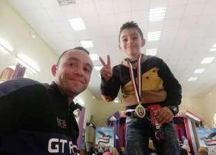 أنس 7 سنوات.. «بيكاسو مصر» يعلم الأطفال الرسم