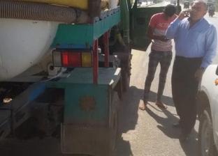 ضبط سيارة كسح تلقي مخلفات بالطريق الدائري ببني مزار في المنيا