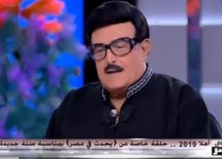 """سمير غانم مازحا: """"اللي متولعش الدنيا على أتفه الأسباب متبقاش ست"""""""