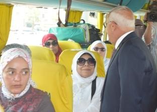 محافظ بورسعيد يودع 94 من حجاج الجمعيات الأهلية