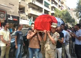 محافظ القاهرة يتقدم الجنازة العسكرية لشهيد القوات المسلحة بعين شمس