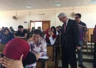 نائب رئيس جامعة المنوفية للتعليم يتفقد امتحانات التربية النوعية