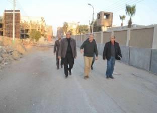 """محافظ المنيا يتفقد طريق """"شلبي-المطار"""" لدفع العمل بنقطة التأمين"""