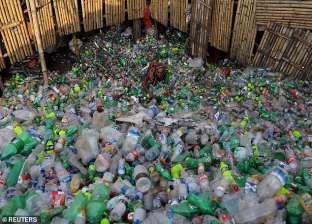 دراسة تحذر: البشر يتناولون البلاستيك مع الأطعمة والمياه