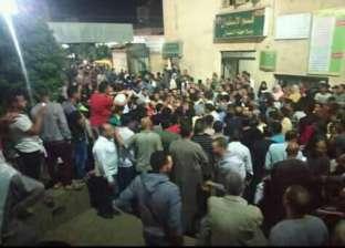 أهالي ضحايا حريق البحيرة أمام المستشفى: مش ماشيين إلا بجثث ولادنا
