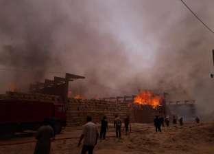 7 سيارات إطفاء تسيطر على حريق مصنع زجاج بالعاشر من رمضان