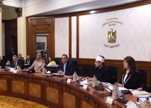 """""""مدبولي"""" يكرم وزير البيئة السابق بحضور ياسمين فؤاد"""