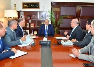 وزير التنمية المحلية يطالب محافظة القاهرة بحل مشكلات المستثمرين