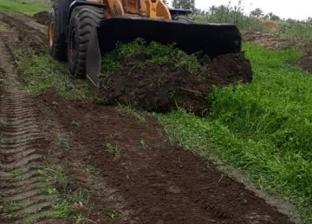 بالصور| إزالة تعديات على الأراضي الزراعية بكفر شحاتة في دمياط