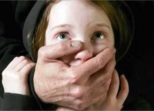 عامل يتهم رجل مسن بالتحرش بابنته أمام منزلهم بالدقهلية