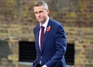 """""""أربعيني"""" يمتلك """"عنكبوت ضخم"""" في منصب وزير الدفاع ببريطانيا.. تعرف عليه"""