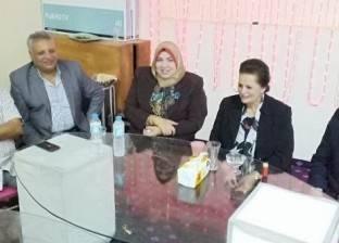 """محافظ البحيرة تتناول الإفطار مع عمال النظافة بـ""""أبو حمص"""""""