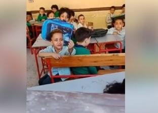 """صديق والد تلميذ """"عايز أنام يا حاجة"""" ينشر صورة له: """"رجله كانت متجبسة"""""""