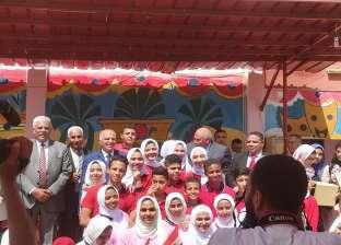 نقيب المعلمين يتفقد عددا من المدارس في الوادي الجديد