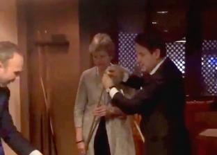 بالفيديو| رئيس الوزراء الإيطالي وتريزا ماي يلعبان البلياردو بشرم الشيخ