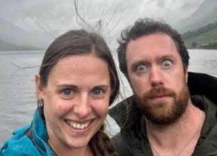 صورة سيلفي تنقذ حياة زوجين قبل ثوان من عاصفة برق: شعر الزوجة وقف