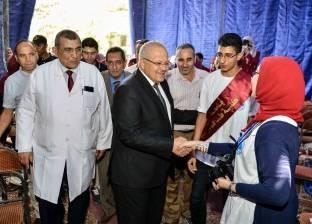 زحام داخل «مستشفى الطلبة» فى أول أيام الكشف على المستجدين