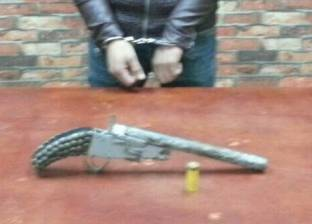 ضبط موظف بتهمة تجارة المخدرات وحيازة سلاح في الدرب الأحمر