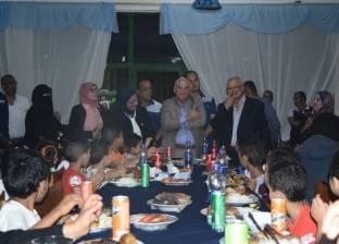 محافظ بورسعيد يشارك نزلاء دار تحسين الصحة الإفطار