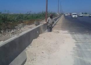 """""""وسط الإسكندرية"""" يرفع الأتربة والمخلفات من الطريق الصحراوي"""