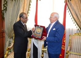 محافظ بورسعيد يستقبل السفير الهندي الجديد بالقاهرة بمكتبه