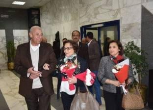 محافظ أسوان يستقبل المناضلة الجزائرية جميلة بوحيرد في مطار أسوان