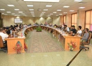 بالصور.. رئيس جامعة أسيوط يلتقي 28 وافدا من الدول العربية