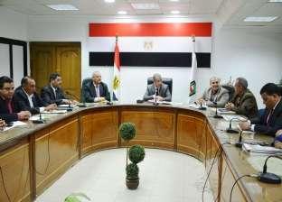 محافظ سوهاج يلتقي أعضاء اللجنة التنسيقية للأحزاب